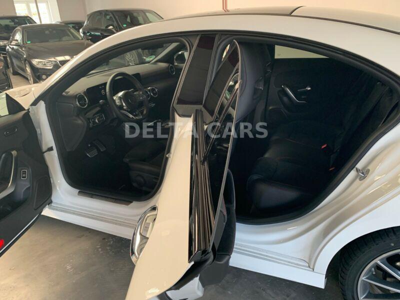 Mercedes-Benz CLA 200, снимка 3