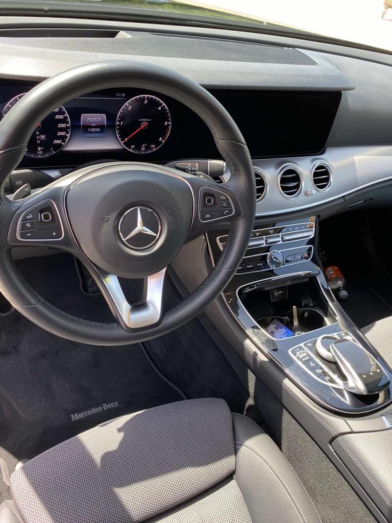 Mercedes-Benz E 220 4 MATIC, снимка 11
