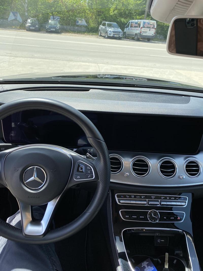 Mercedes-Benz E 220 4 MATIC, снимка 12